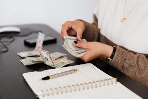 woman offering 24/7 cash loans